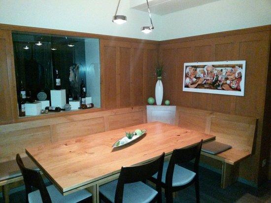 Restaurant Thurberg : Der Stammtisch aus Birnenholz