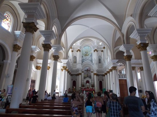 Sao Sebastiao Cathedral: Interior muito bonito