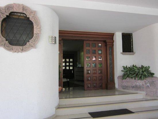 Pequeno Hotel Ejecutivo: Puerta de entrada al Hotel.