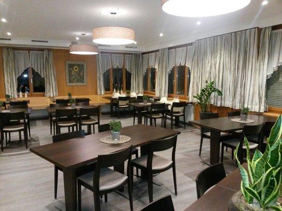 Restaurant Thurberg : Das Restaurant mit den neuen Tischen aus eigenem Eschenwald.