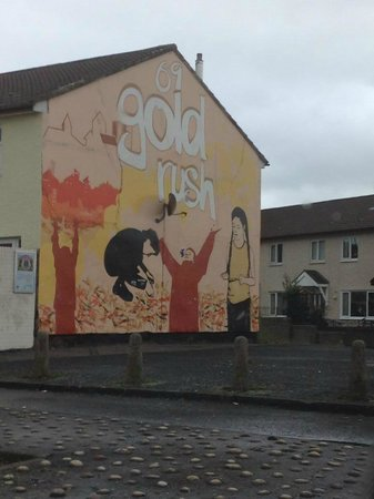Sinn fein head office falls road picture of belfast for Belfast mural tours
