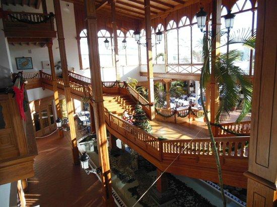 Seaside Los Jameos Playa : Staircase to the pool and gardens