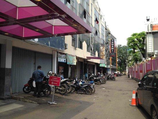 favehotel Kelapa Gading: Lokasi hotel di antara pertokoan