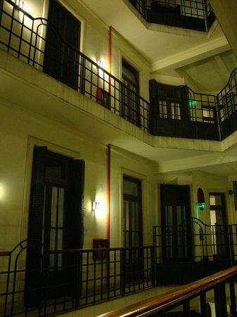 Milhouse Hostel Avenue: Vista do quarto