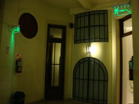Milhouse Hostel Avenue : Entrada do quarto