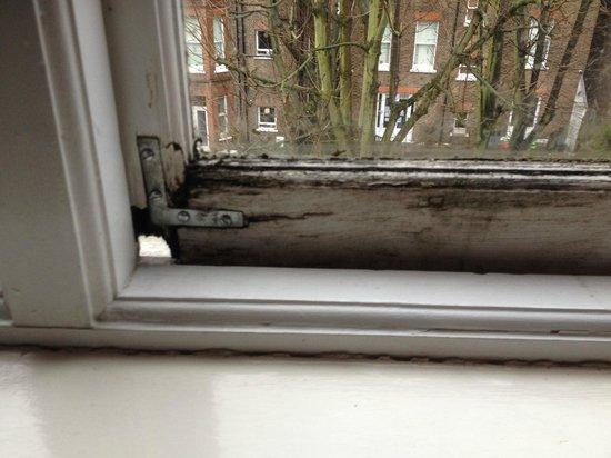 The Langorf Hotel: Rotten window