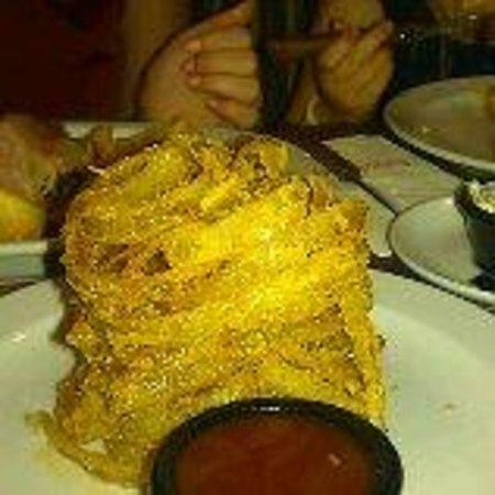 Tony Roma's House Of Ribs : Tonys portion of onion rings !!