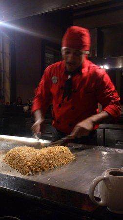 Hard Rock Hotel & Casino Punta Cana: Teppanyaki chef at Zen restaurant
