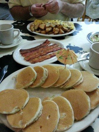 Reese's Restaurant: Silver Dollar Apple Pancakes