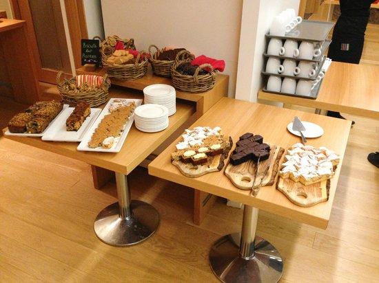 Icelandair Hotel Reykjavik Natura: Pastry selection
