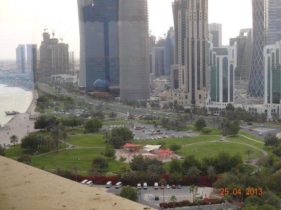 Sheraton Grand Doha Resort & Convention Hotel : Парк у отеля
