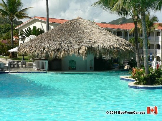 The Tropical at Lifestyle Holidays Vacation Resort : Swim Up Bar
