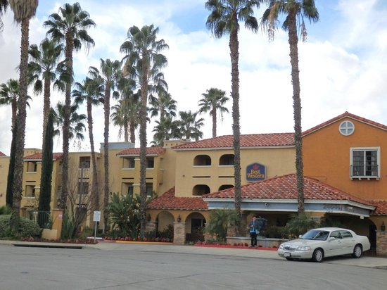 Best Western Moreno Hotel & Suites : outside at entry