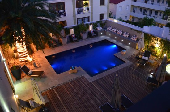 Derwent House Boutique Hotel : Beautiful pool at night