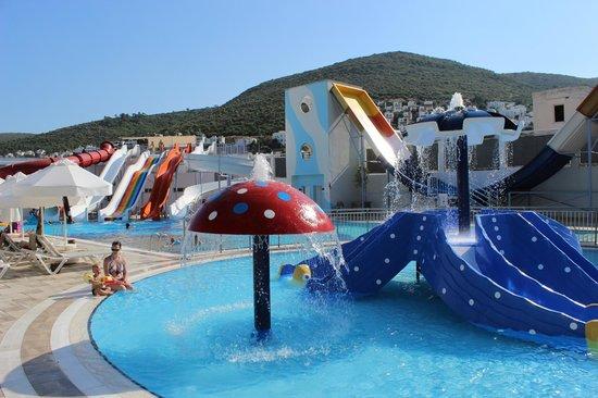 Voyage Torba: kids pool and water slides