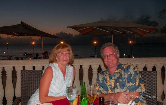Grand Cayman Marriott Beach Resort: Dining on Seven Mile Pirate Night