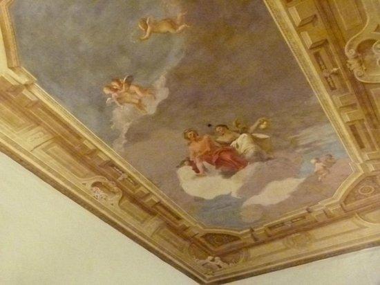 Palazzo Tolomei Residenza d'Epoca: affresco sul soffitto