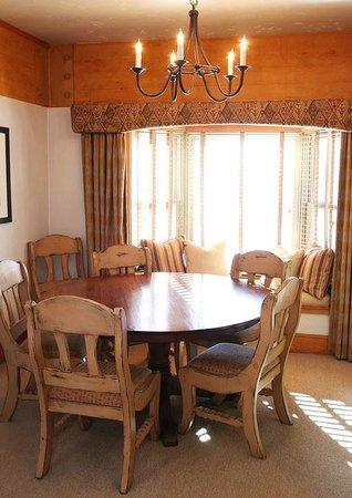 Stein Eriksen Lodge Deer Valley: Dining Room area of 2-bedroom luxury suite.