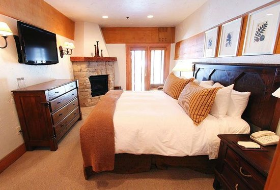 Stein Eriksen Lodge Deer Valley: King bed with fireplace and hugest bathroom ever.