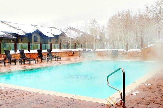 Stein Eriksen Lodge Deer Valley: Heated pool.