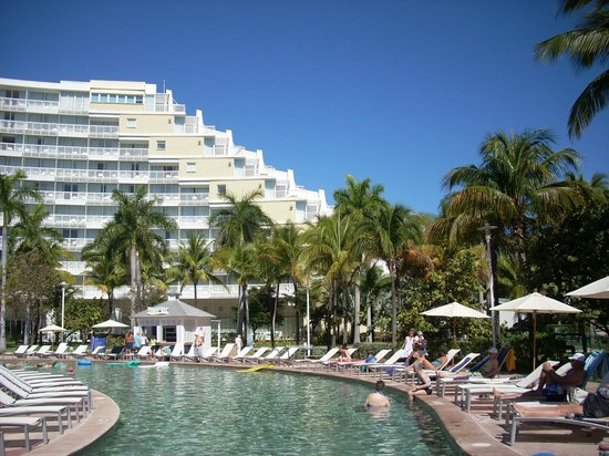 Grand Lucayan, Bahamas : looking from the beach to hotel
