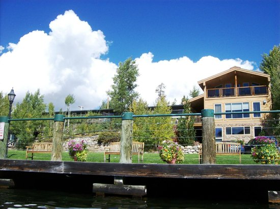 Western Riviera Lakeside Lodging & Events: Upper large lakeside cabins