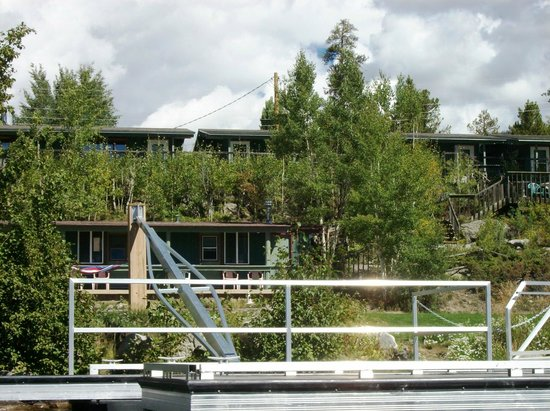 Western Riviera Lakeside Lodging & Events: Small lower lakeside cabins & large upper lakeside cabins