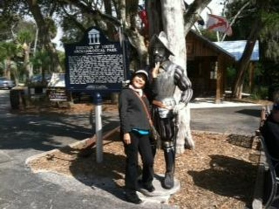 Red Train Tours : Mary & new friend Ponce de Leon