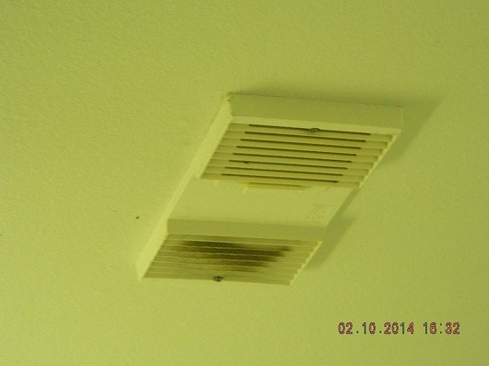 Key West Inn - Key Largo : All ceiling vents were this dirty