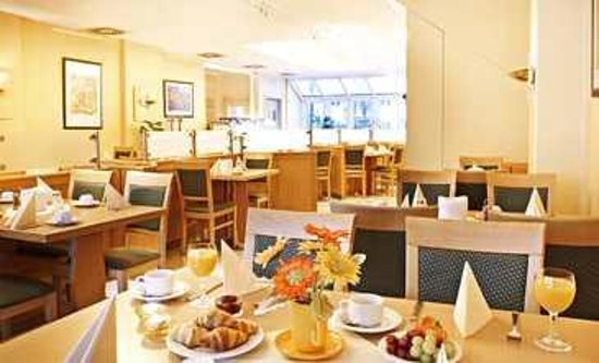 Nordic Hotel Frankfurt Offenbach: Local do café da manhã