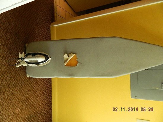 Key West Inn - Key Largo : hole in ironing board