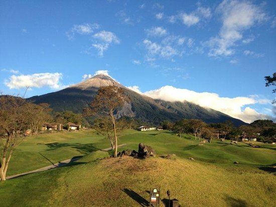 La Reunion Golf Resort & Residences: View of Fuego Volcano from hotel grounds