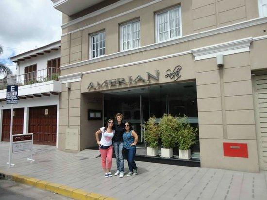Hotel Amerian Salta : puerta del hotel!