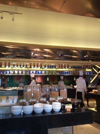 Doubletree by Hilton Shenyang: 餐廳
