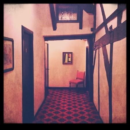 Ye Olde King's Head: Spooky Hallway!
