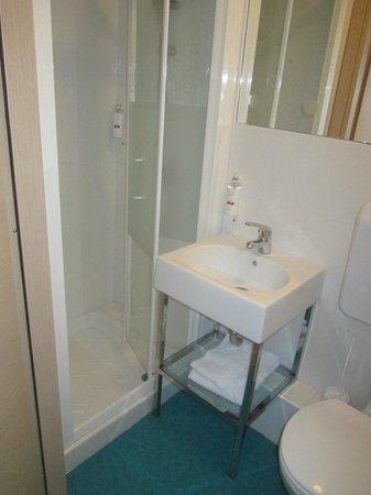 Beautiful City Hostel: O WC do meu quarto.Apesar de pequeno, a louça é de boa qualidade e prevalece a higiene.