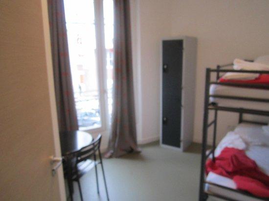 Beautiful Belleville Hostel: Quarto. Pequeno mas suficiente. Confortável. Não tem TV mas também não fez falta.