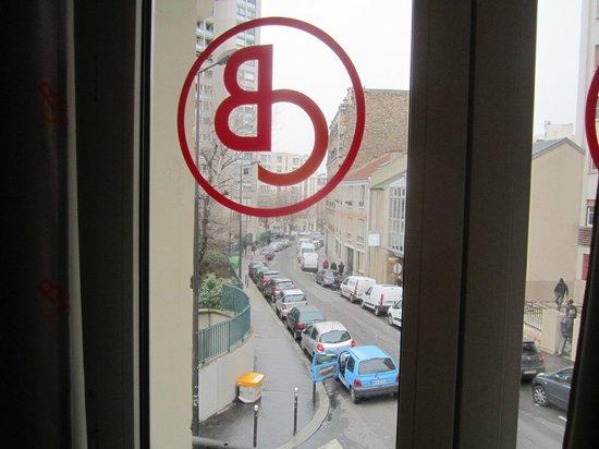 Beautiful Belleville Hostel: Vista do meu quarto.