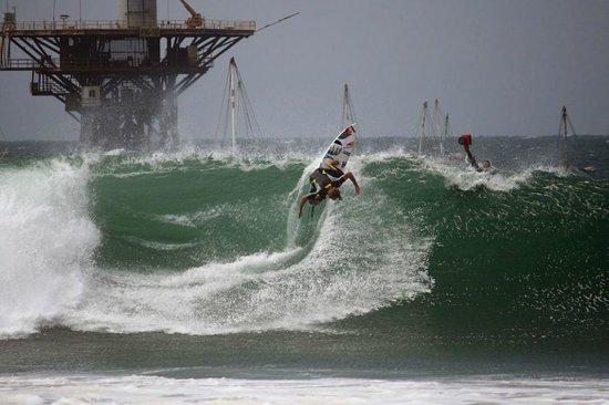 Hotel El Merlin Cabo Blanco: Surf al frente del Hotel