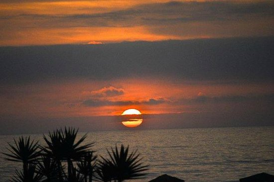 Hotel El Merlin Cabo Blanco: Sunset