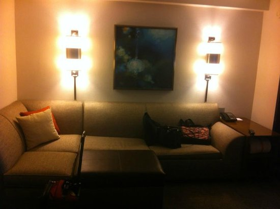 Hyatt Place Perimeter Center: Couch sitting area