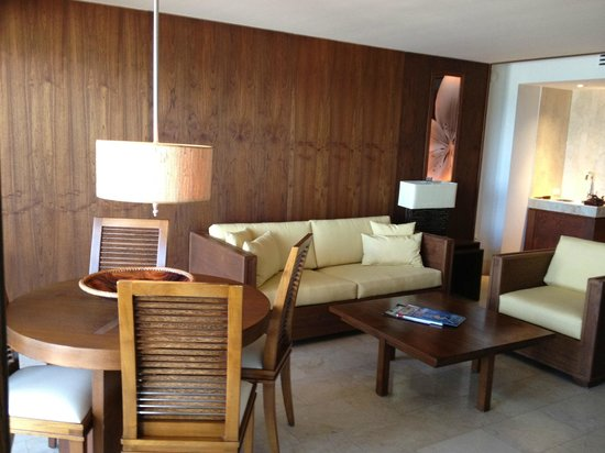 Costa d'Este Beach Resort & Spa: Living area of 1 bdrm suite