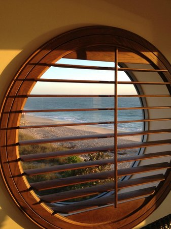 Costa d'Este Beach Resort & Spa: Corner Room window