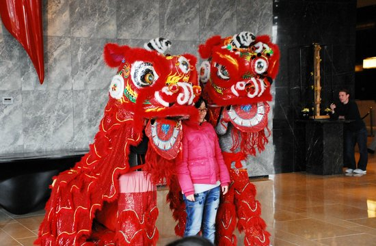 Doubletree by Hilton Beijing: Lion dance in the lobby on Chinese New Year Day