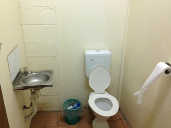 Tatiana Motel - Fugalei: basic toilet