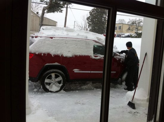 The White Moose Inn : Digging your car out of the snow is part of the service!
