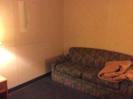 Motel 6 Richmond : Couch area -- note missing artwork