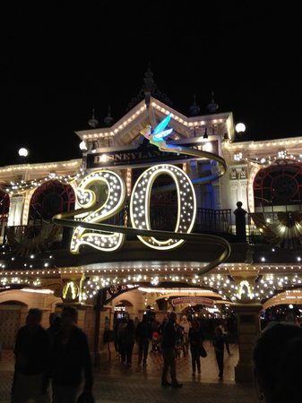 Disneyland Hotel : Lit up at night - celebrating 20 years