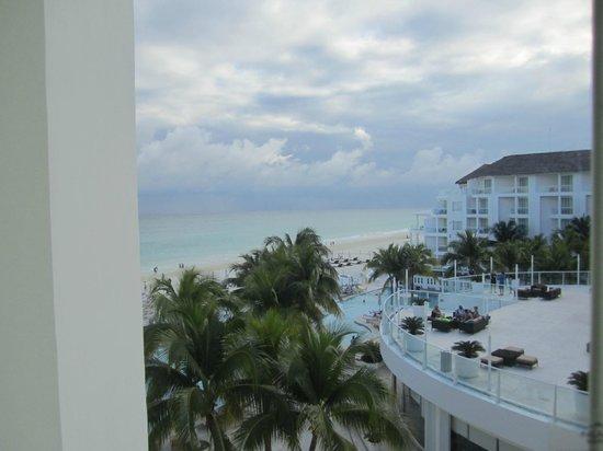 Playacar Palace : Vue de la chambre le balcon aurait été apprécié....