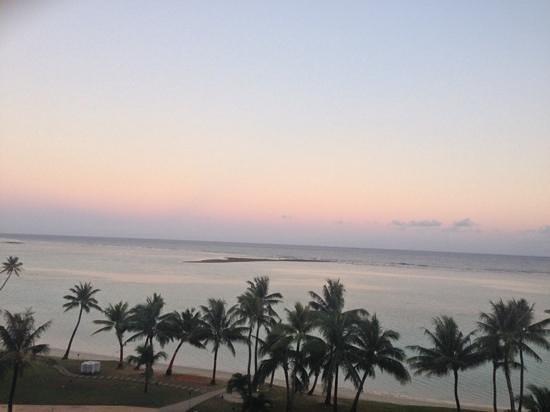 Fiesta Resort Guam : 夕陽を望む